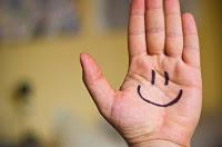 Настоящая улыбка на руке
